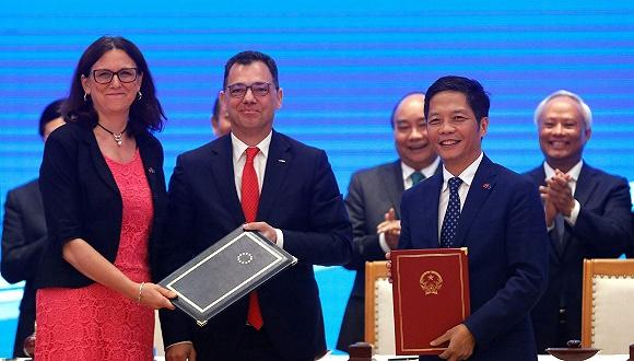 越南与欧盟签署自贸协定,互免货物贸易中99%的关税